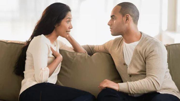 coppia parla tradisce